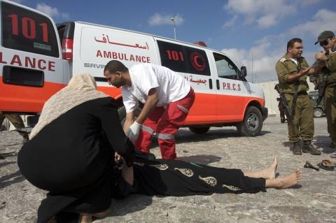 activestills ambulance paletine patiant